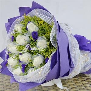 11 White Rose Bouquet